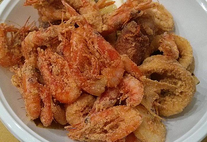Gamberetti Fritti Frittura Di Pesce Della Cucina Sarda Le Vie